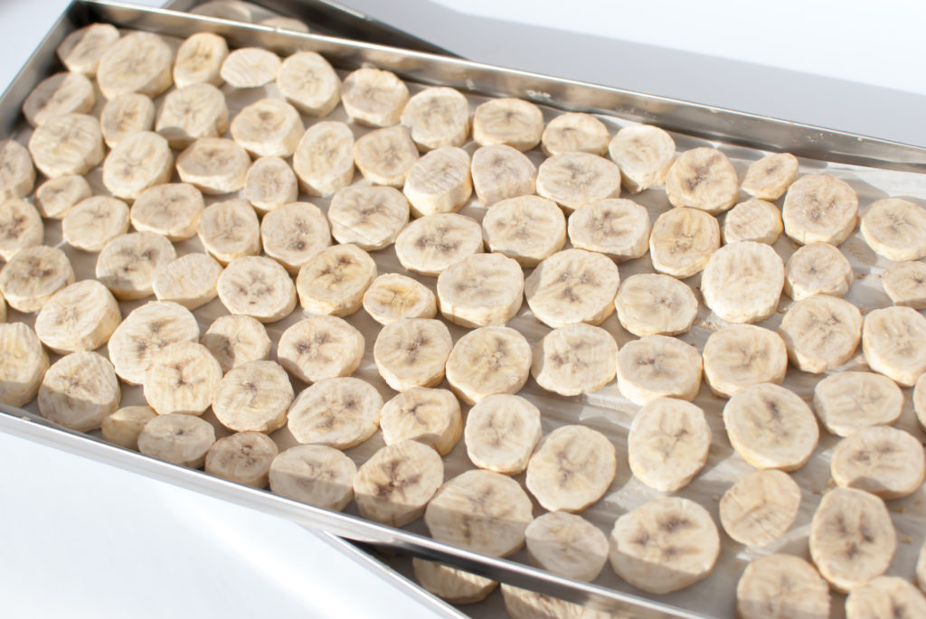 sliced bananas on a tray